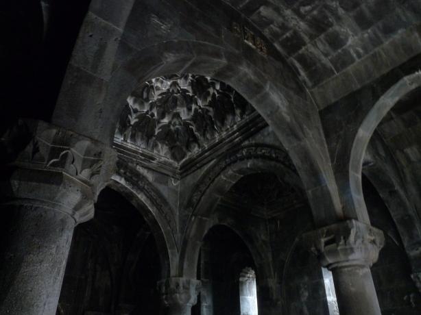 monasterio-de-geghard-10