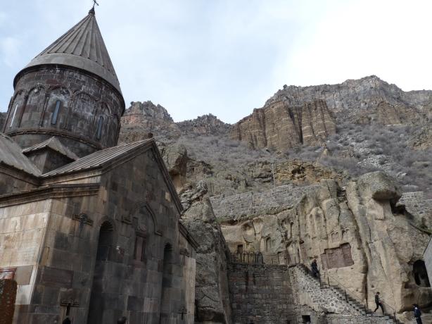 monasterio-de-geghard-14