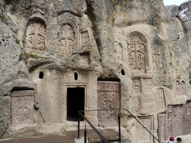 monasterio-de-geghard-16