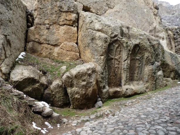 monasterio-de-geghard-4